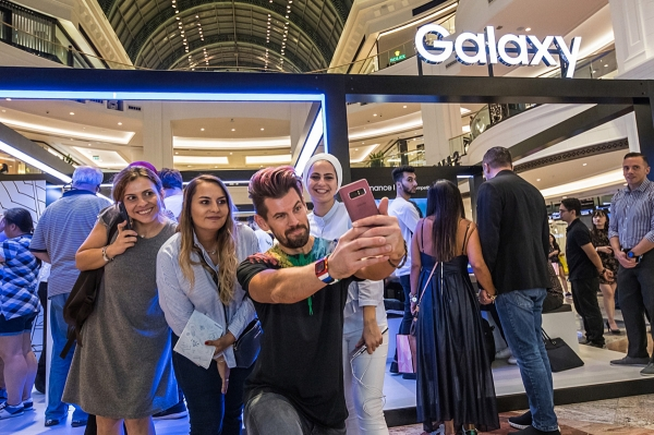 Visitors experience 'Galaxy Note 9' at the Galaxy Studios in Dubai, United Arab Emirates