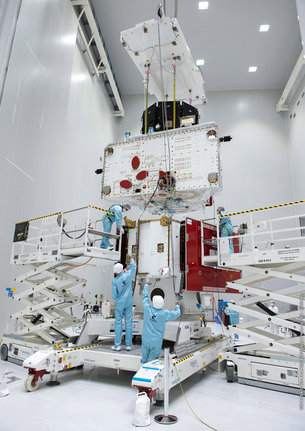BepiColombo stack 'fit check' (Credit: ESA/CNES/Arianespace/Optique video du CSG – J. Odang)