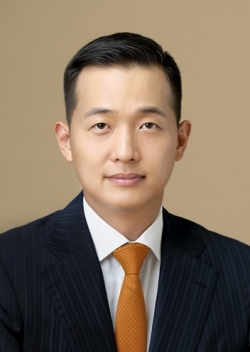 Executive Director Kim Dong-kwan