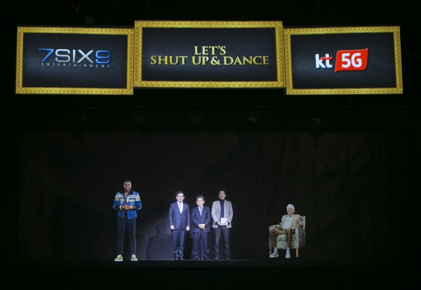 (From left) Jason Derulo, Kim Hoon-bae, vice president of KT's new media business division, Lee Pil-jae, vice president of KT's marketing division, Hwang Yoon=ha, CEO of 7SIX9 Asia and Jerry Greenberg, Chairman of 7SIX9 attended the demonstration of the Korea-U.S. Intercontinental hologram using the world's first 5G network at Nuri Dream Square K-Live in Seoul on March 5.
