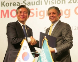 Saudi Minister of Economy and Planning, Mohammed Al-Tuwaijri [Right] and Sung Yoon-mo, South Korea's Minister of Trade, Industry and Energy.