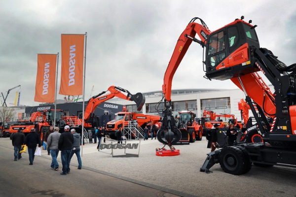"Doosan Infracore showcased its latest products and cutting-edge solutions at the world's largest construction machinery exhibition ""Bama 2019"" in Munich, Germany, on April 8."