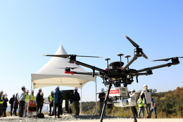 Drone with Survey Laser Scanner (Image provided by Hyundai Engineering & Construction)