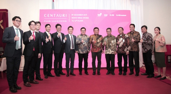 KB Financial Group's CSO executive director Lee Chang-kwon (fourth left), Telkom Group CEO Ririk Adriansya ( eighth left) and executives and employees attend a fund formation ceremony held at Telkom headquarters in Jakarta, Indonesia.