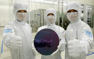 Samsung solidifies top position in the global semiconductor industry