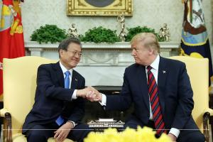 Donald Trump says, 'U.S. should win 5G competition with Korea'