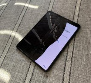 Major U.S. media outlets reported, 'Samsung Galaxy Fold phones are breaking.'